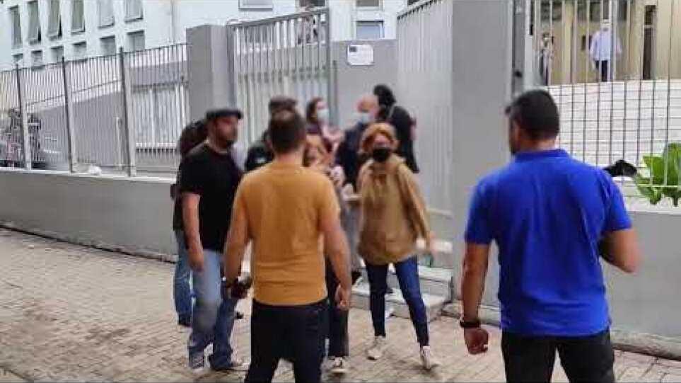 ThessToday.gr - Έδειραν μαθήτριες στο ΕΠΑΛ Σταυρούπολης