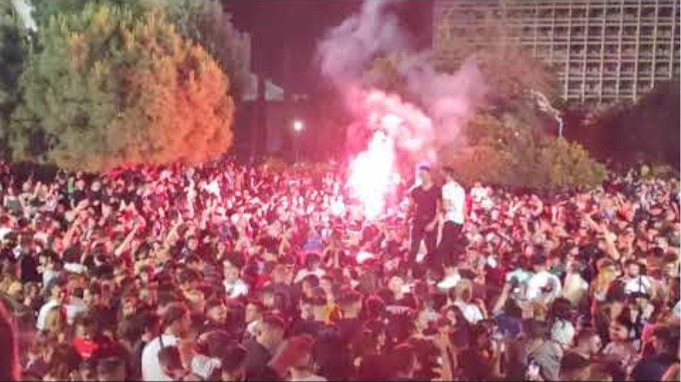ThessToday.gr Το απόλυτο πάρτι με πυρσούς στο ΑΠΘ