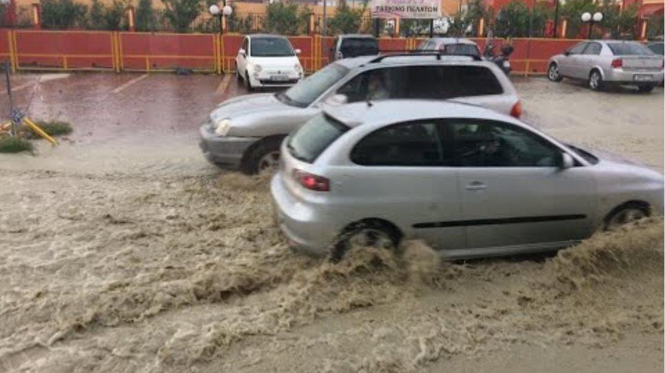 Ζάκυνθος: Σε ποτάμια μετατράπηκαν οι δρόμοι από την μεσημεριανή βροχόπτωση [2/12/20]