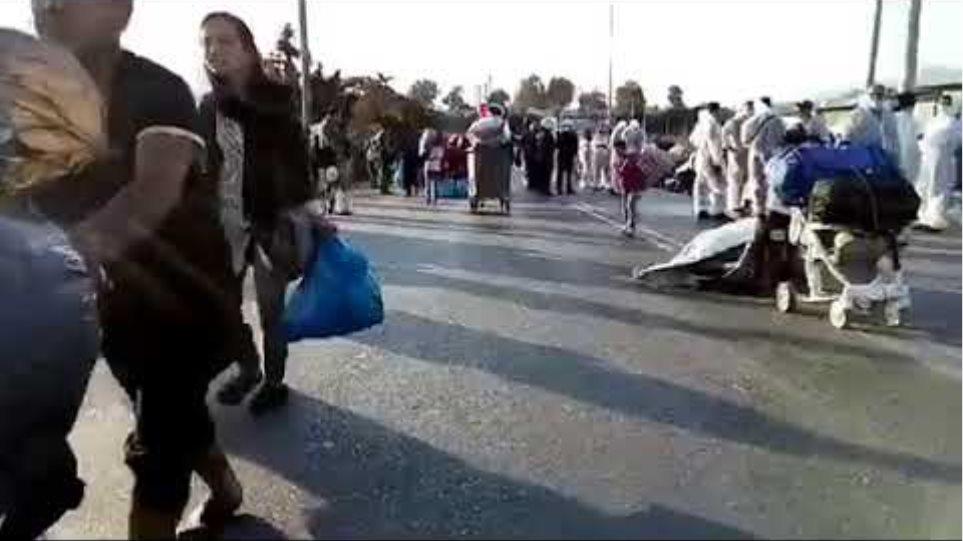 Αστυνομική επιχείρηση στη Λέσβο για τη μεταφορά των μεταναστών στο Καρά Τεπέ