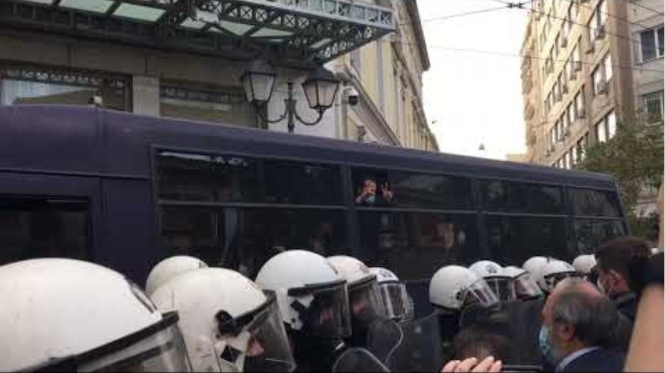 Οι συλληφθέντες του ΚΚΕ