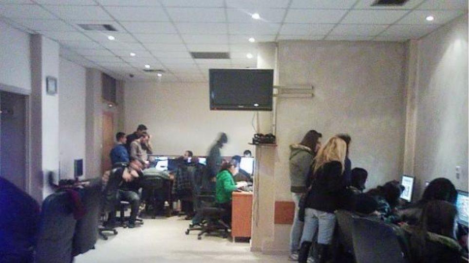 Σέρρες: Είχαν στήσει επιχείρηση με «φρουτάκια» σε ίντερνετ καφέ