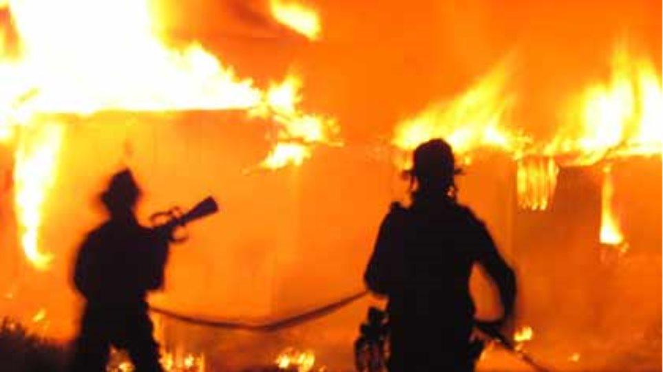 Ιερέας κάηκε από τη φωτιά που άναψε ο ίδιος!