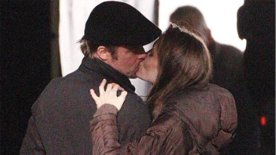 Φιλιούνται, αγκαλιάζονται οι Μπραντζελίνα (pics)!
