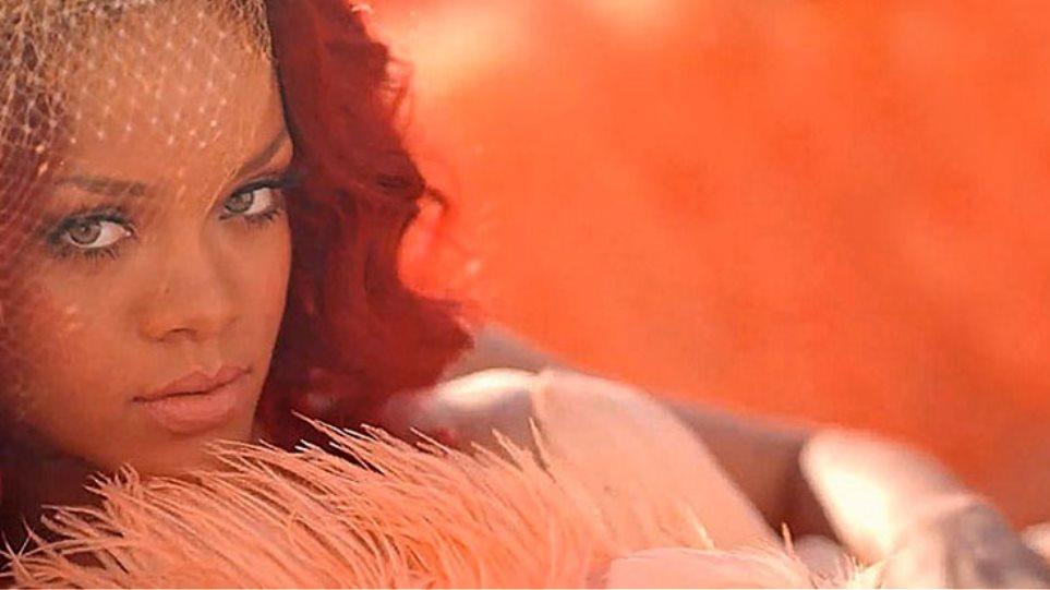 «Λουλούδι της Επανάστασης» η προκλητικά αθώα Rihanna