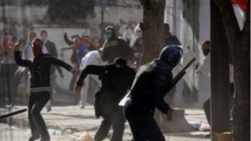 """Τυνησία: Μονάδες του στρατού """"οχυρώνουν"""" την Τύνιδα"""