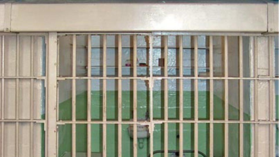 Στη φυλακή και η  σύζυγος του δολοφόνου