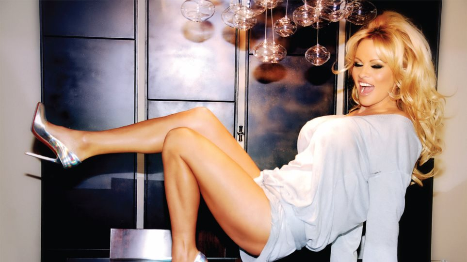 Pamela Anderson: Ανυπομονώ να επισκεφτώ την Ελλάδα