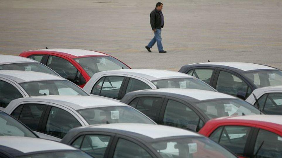 Πτώση 45,7% στις πωλήσεις νέων αυτοκινήτων