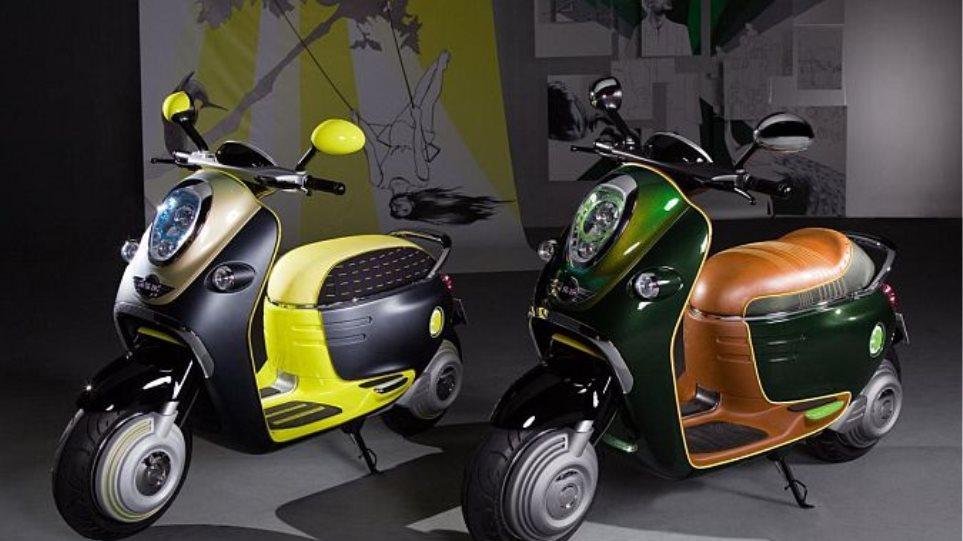 Τα ηλεκτρικά scooter των Smart και Mini