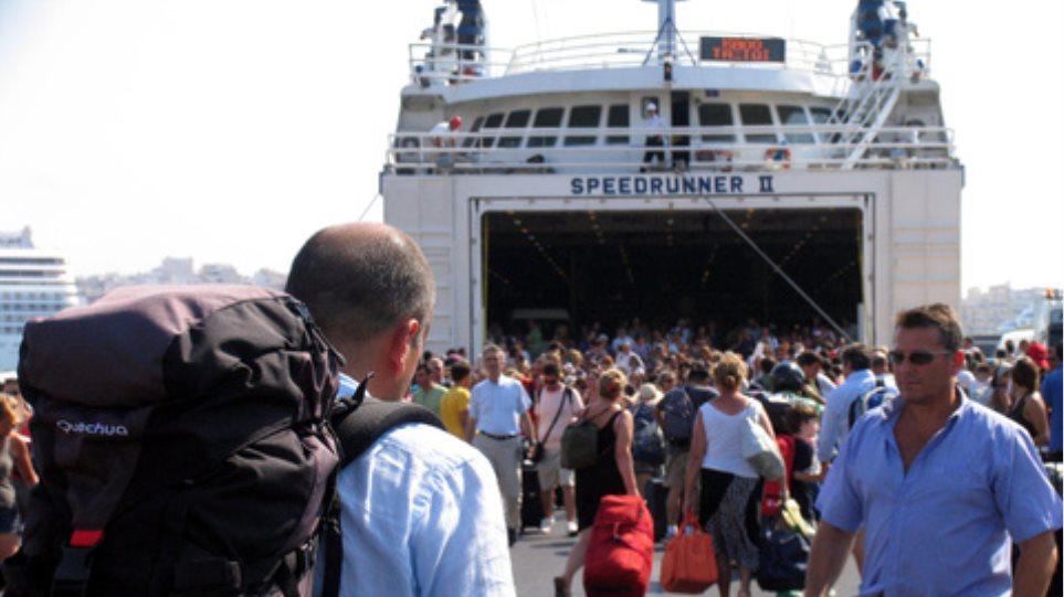 Μεγάλη αναμένεται την Παρασκευή η κίνηση στο λιμάνι του Πειραιά
