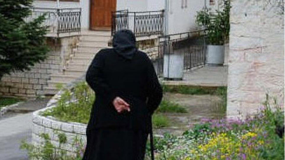 Γυναίκα εξαπατά ηλικιωμένες  στη Λάρισα