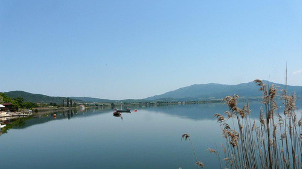 Σε κίνδυνο και πάλι η λίμνη Κορώνεια