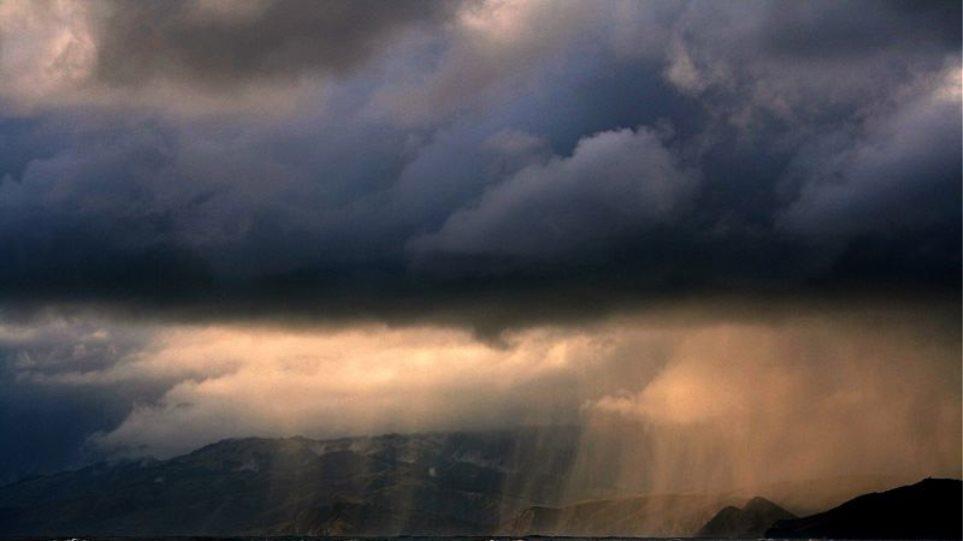 Βροχές και καταιγίδες στην νησιώτικη χώρα