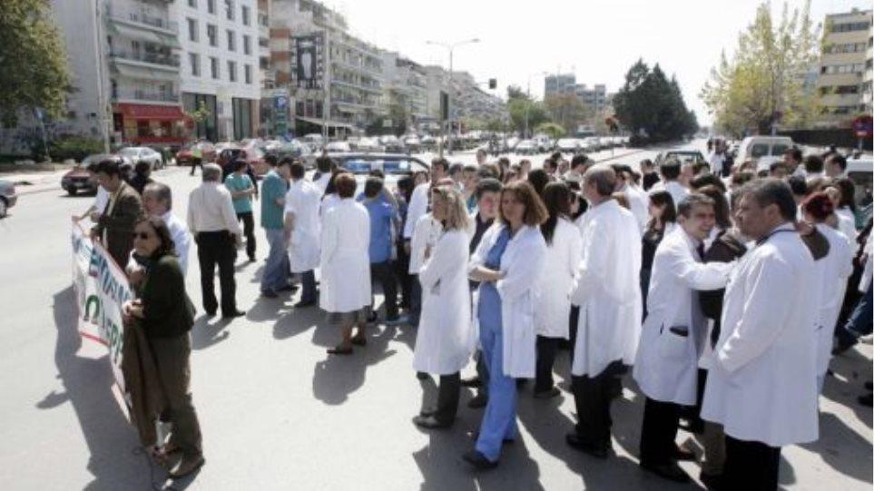 """""""Θερμό"""" 15νθήμερο με τους γιατρούς στους δρόμους"""