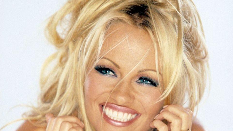 Η Pamela Anderson ...χρωστάει!