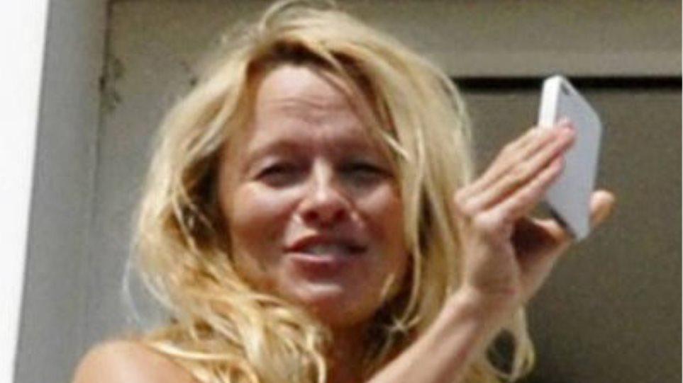 Η Pamela Anderson χωρίς μακιγιάζ εν Αθήναις!