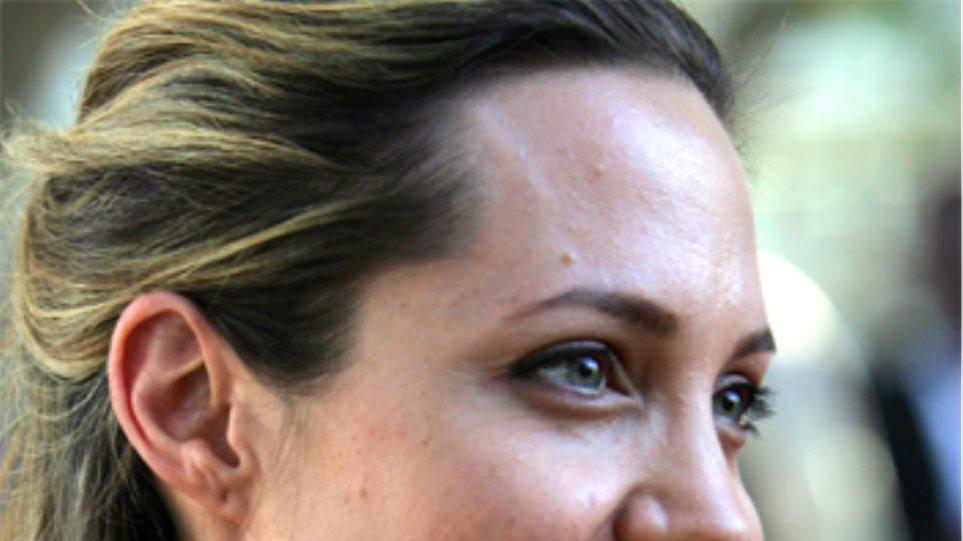 Τί τρέχει με το πρόσωπο της Αντζελίνα Τζολί;