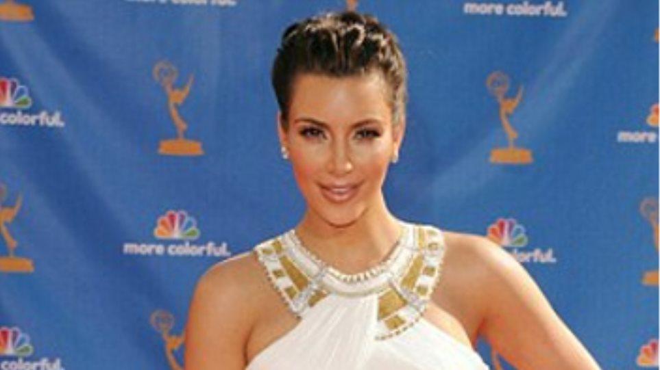 Ντύθηκε αρχαία Ελληνίδα η Καρντάσιαν στα Emmy