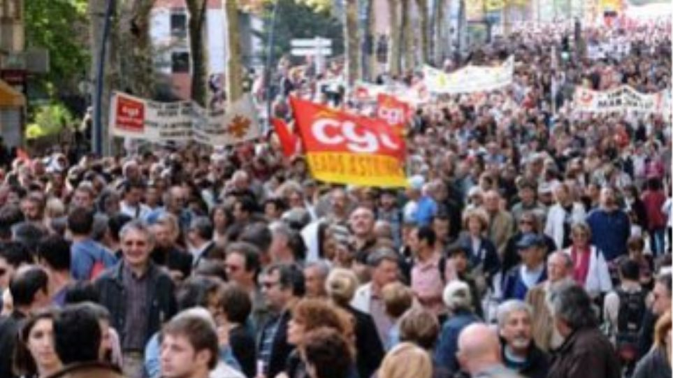 Μειώθηκαν οι διαδηλωτές στη Γαλλία