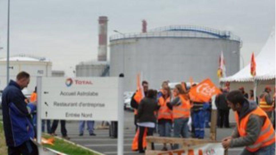 Γαλλία: Άρση του αποκλεισμού στο διυλιστήριο του Γκρανπιί