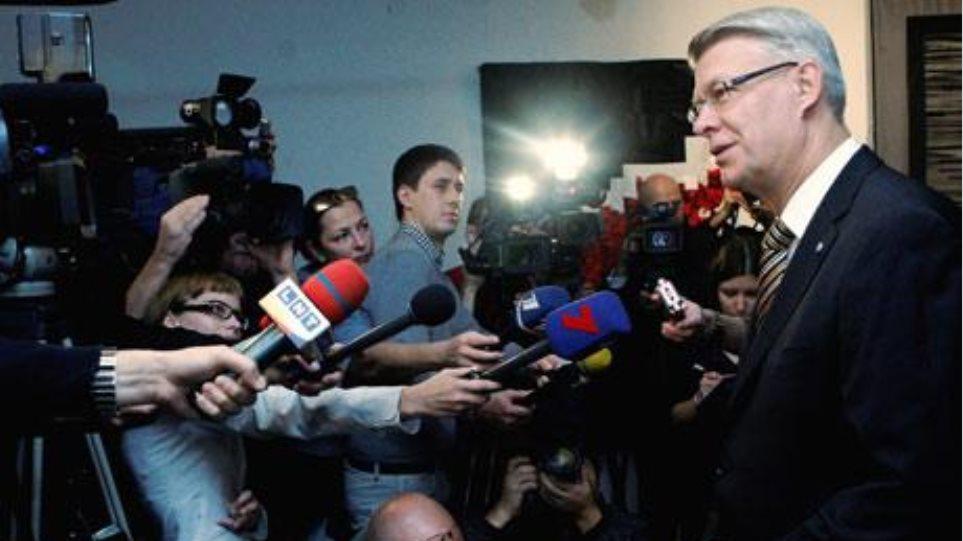 Ο κεντροδεξιός συνασπισμός κερδίζει τις εκλογές στη Λετονία