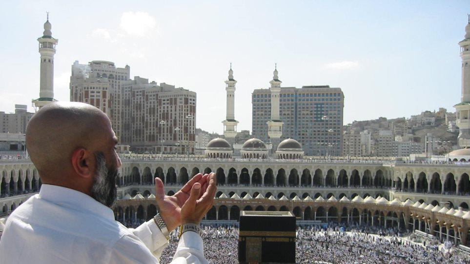 Χιλιάδες μουσουλμάνοι στην κορύφωση του ετήσιου προσκυνήματος στη Μέκκα
