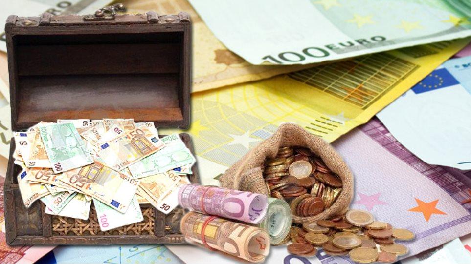 Κρατάμε 8 δισ. ευρώ στα ...σεντούκια!