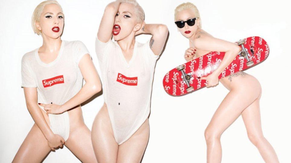 Γυμνή με βρεγμένο μπλουζάκι και κόκκινο πατίνι η Lady Gaga