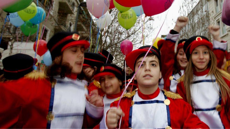 Στους ρυθμούς του καρναβαλιού η χώρα