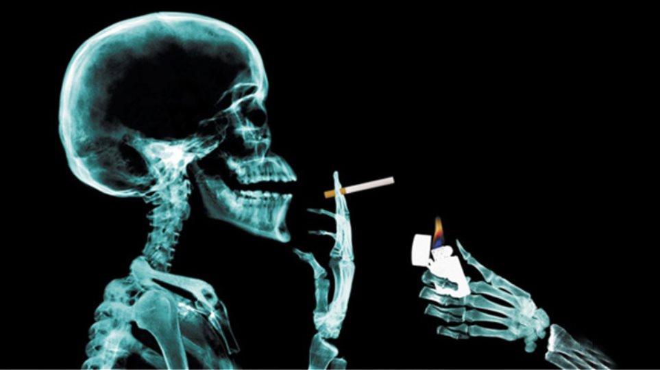 Total black και φωτογραφίες σοκ για το τσιγάρο!