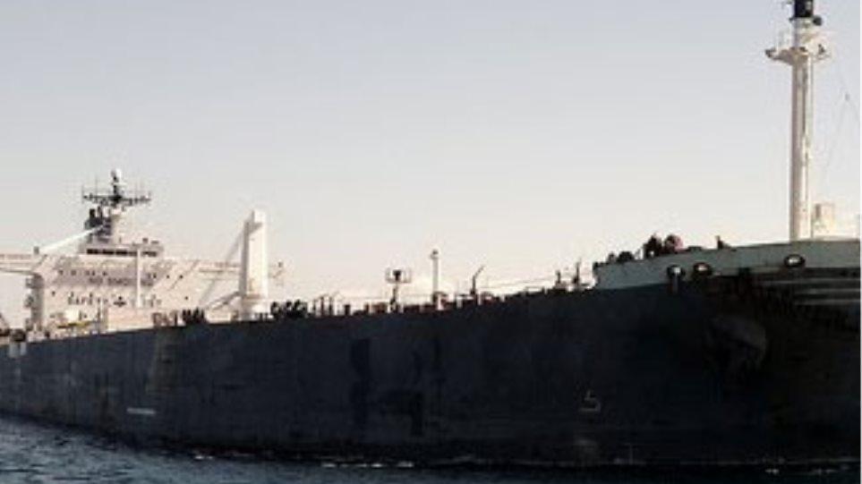 Λεηλάτησαν εγκαταλελειμμένο πλοίο