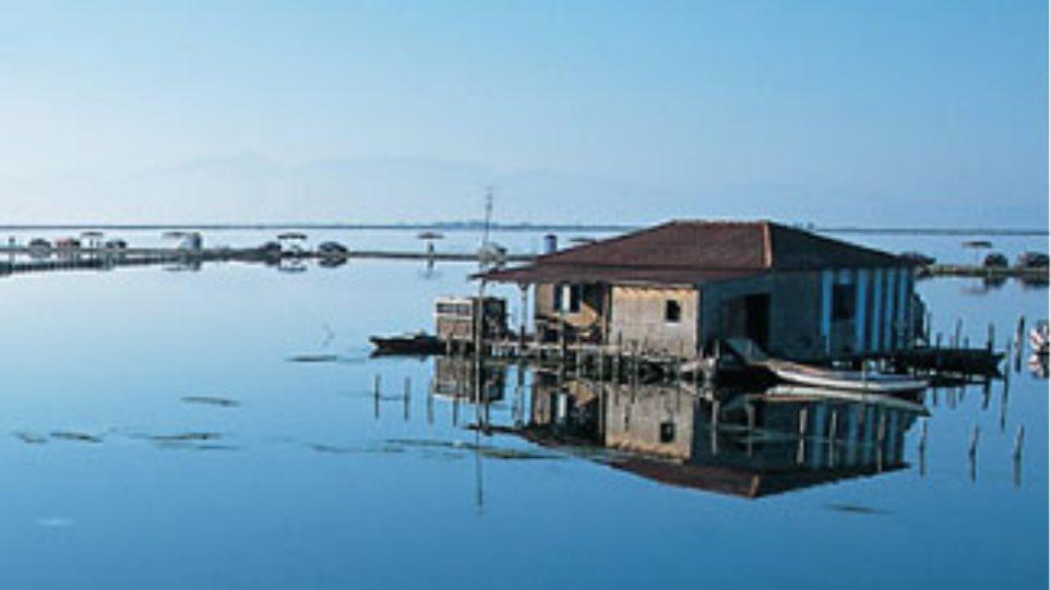 Οι καλύβες έγιναν ...3.000 αυθαίρετα στη λιμνοθάλασσα του Μεσολογγίου!