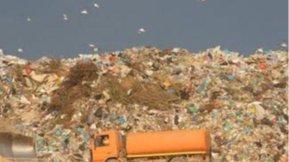 """Τα σκουπίδια των Σπετσών ... """"χάθηκαν"""" στο δρόμο για τα Λιόσια!"""