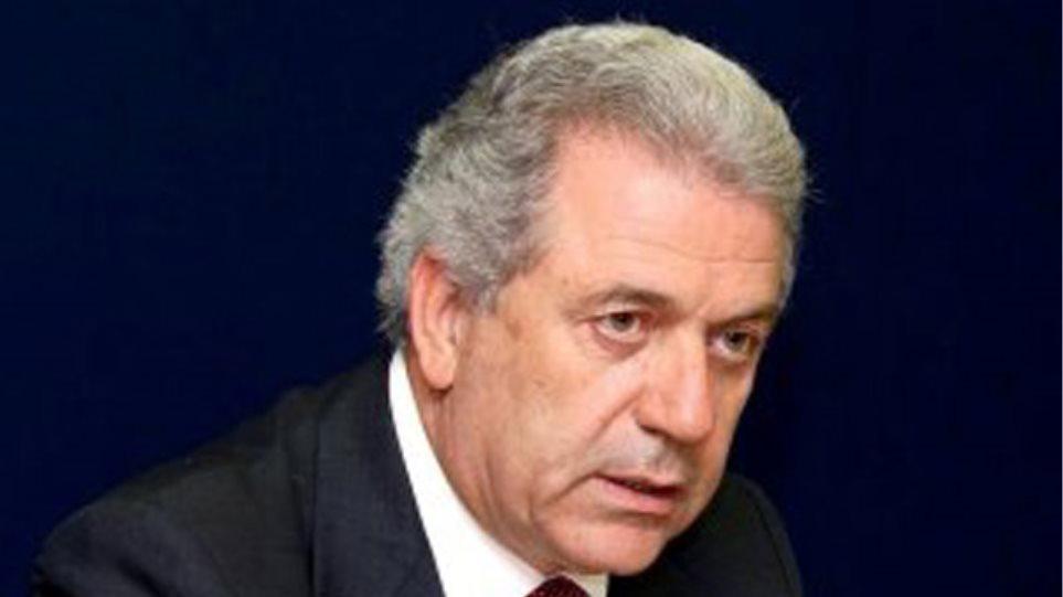 """Εκτός γραμμής ο Αβραμόπουλος, το """"μαζεύει"""" η Ρηγίλλης"""