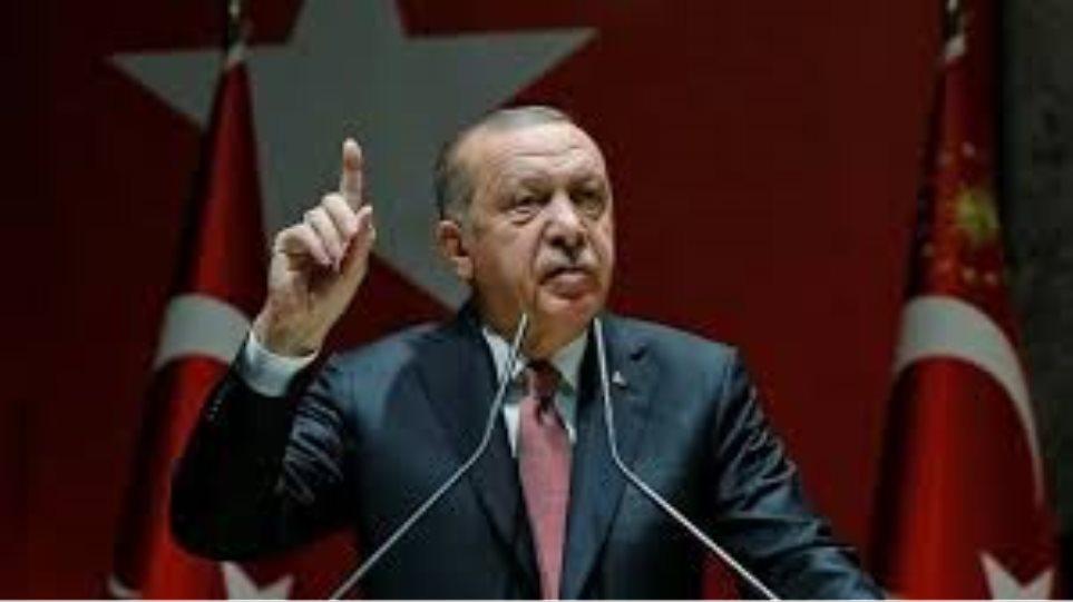 Ερντογάν στα άκρα: Απαιτεί από τις ΗΠΑ την παράδοση του ηγέτη των Κούρδων στη Συρία