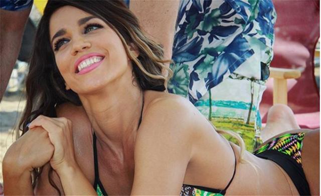 Κατερίνα Στικούδη: Η πόζα με τα ανοιχτά πόδια στην παραλία που σχολιάστηκε αρνητικά