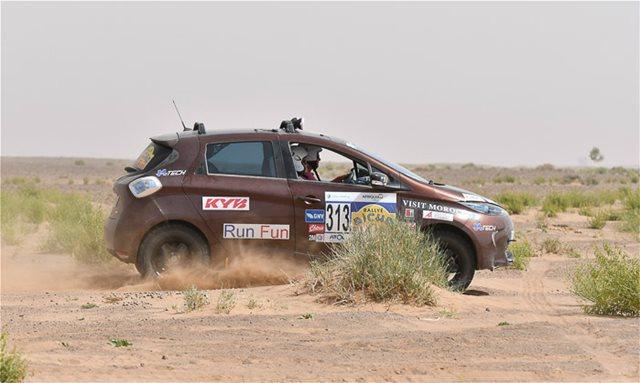 To Renault ZOE στην έρημο Σαχάρα
