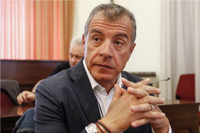 Θεοδωράκης: Να συγκρουστούμε με αυτούς που εκφράζουν τη βία