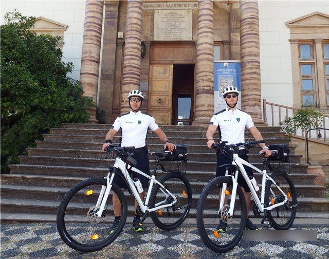 Φωτογραφίες: Αστυνομικοί με ποδήλατα πιάνουν δουλειά σε Χίο και Μυτιλήνη