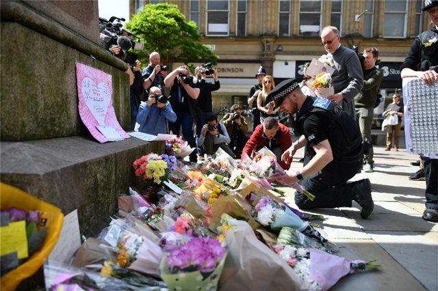 Μάντσεστερ: Τελετή μνήμης για τα 22 θύματα της τζιχαντιστικής επίθεσης στη συναυλία της Αριάνα Γκράντε