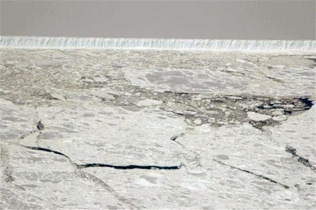 Δείτε το πρώτο εντυπωσιακό βίντεο: Παγόβουνο τέσσερις φορές όσο το Λονδίνο αποκολλήθηκε από την Ανταρκτική