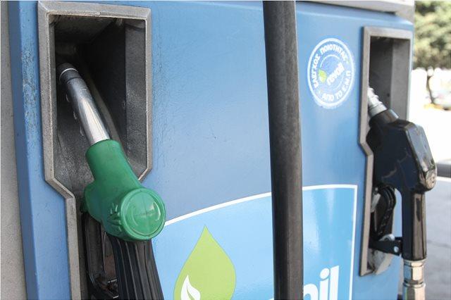 Πρόεδρος Πρατηριούχων στο ΘΕΜΑ 104,6: Αν δεν μειωθούν οι ειδικοί φόροι, η βενζίνη θα φτάσει τα 2,5 ευρώ