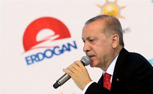 Ερντογάν: Βγάλτε τα ευρώ και τα δολάρια από το μαξιλάρι και κάντε τα τουρκικές λίρες!