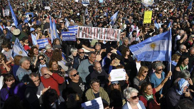 Γαλλία: Νέες διαδηλώσεις των συνδικάτων κατά της πολιτικής Μακρόν