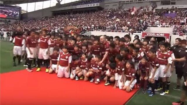 Παρουσιάστηκε και αποθεώθηκε από 8.000 Ιάπωνες ο Ινιέστα (vid)