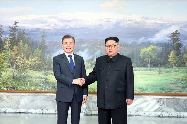 Kim Jong-un and South Korean leader meet in bid to salvage US talks