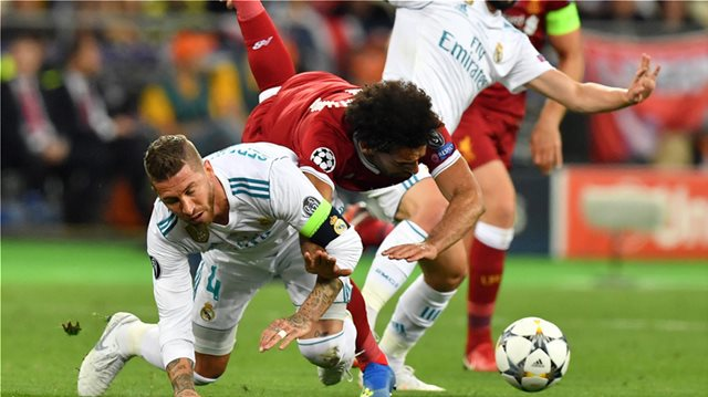 Champions League: Οργή στα social media για τη «λαβή» του Σέρχιο Ράμος στον Σαλάχ της Λίβερπουλ