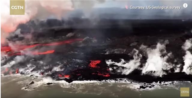 Βίντεο: Δέος από την εικόνα της λάβας που χύνεται στον ωκεανό