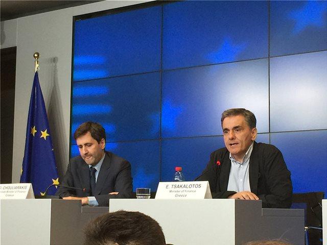 Τσακαλώτος: Είμαι ευτυχής, πιστεύω ότι είναι το τέλος της ελληνικής κρίσης